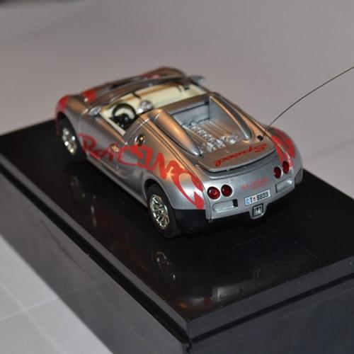 Серебряный Радиоуправляемая микро Bugatti Veyron (1:52, 9 см.)