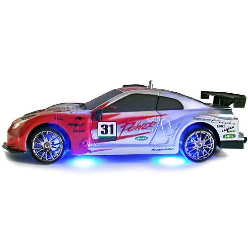 Красно-серебристая Радиоуправляемая машинка для дрифта Nissan GTR (1:24, 18 см, неоновая подсветка)