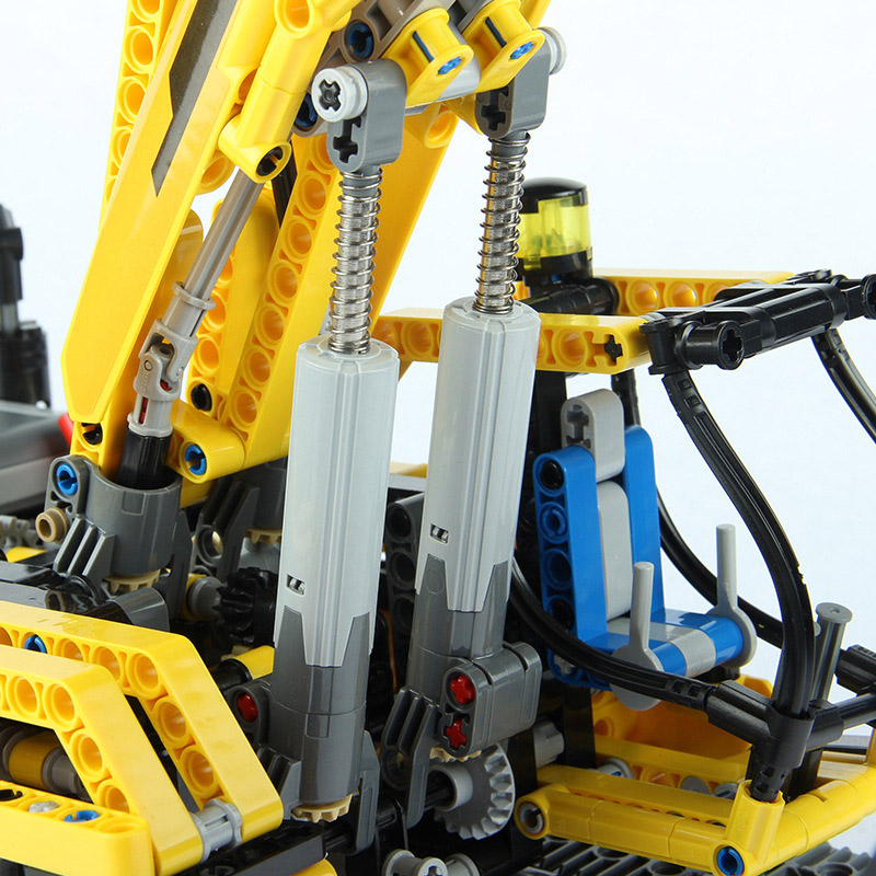 Радиоуправляемый Конструктор Гусеничный экскаватор (1123 деталей, 60 см.) - Фотография