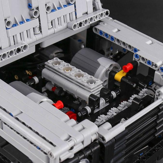 Радиоуправляемый Конструктор Land-Rover Defender (3643 деталей, 60 см) - Картинка