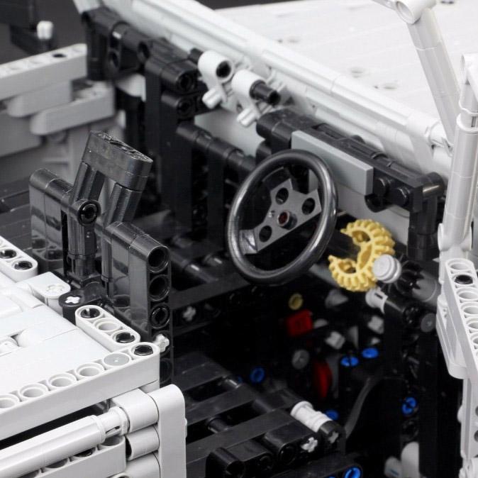 Радиоуправляемый Конструктор Land-Rover Defender (3643 деталей, 60 см) - Изображение