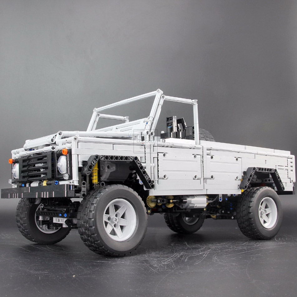 Радиоуправляемый Конструктор Land-Rover Defender (3643 деталей, 60 см) - Фото