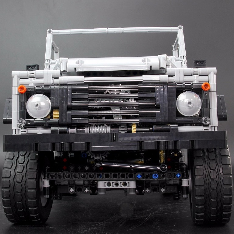 Радиоуправляемый Конструктор Land-Rover Defender (3643 деталей, 60 см) - Фотография
