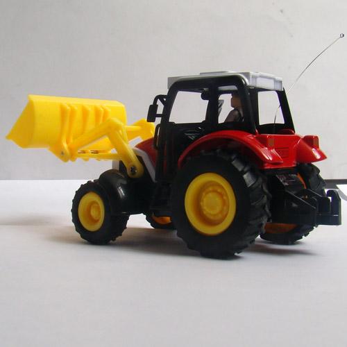 Радиоуправляемый трактор с прицепом - Фото