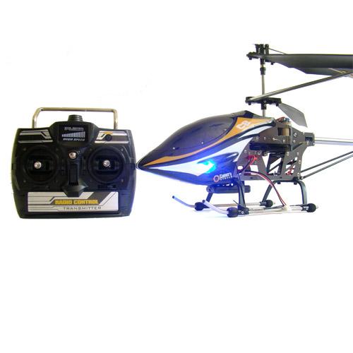 Вертолет на пульте управления с камерой C8 - Фотография