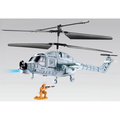 Радиоуправляемый вертолет с выпрыгивающим солдатом